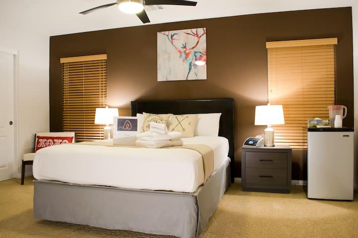 Large Room/Pvt. Bath in Luxury Home - Las Vegas