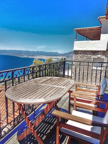 Traditional and cozy with a great view - Messinia