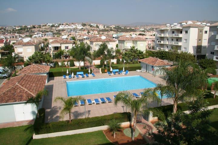 Luxury Top Floor Apartment opposite the Beach - Germasogeia