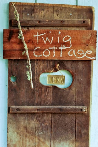 TWIG...a sunny mini cottage among birds and trees. - Forestville