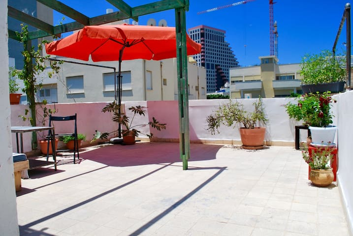 Private Rooftop Terrace / Beach Front /City Center - Tel Aviv-Yafo - Lejlighed