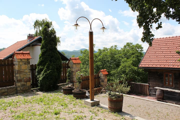 Authentic Rural Family House - Samobor - Bed & Breakfast