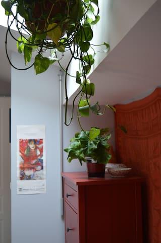 Mezzanine cosy sur le toit, calme et agréable. - Lunel - Daire