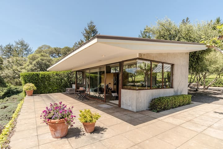 Private Retreat with Spa and Pool  - Occidental - Hus