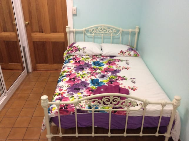 Budget room very spacious - Castle Hill - Bed & Breakfast