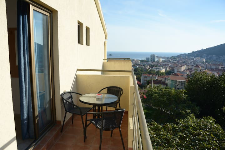 Triple Room with terrace & bathroom in Budva - Budva