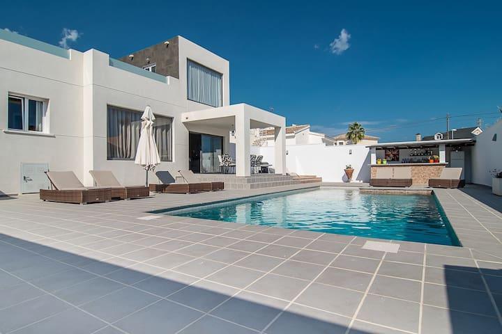Stunning Modern Villa with Pool - Ciudad Quesada - Villa