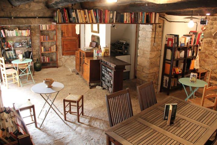 "Residencia creativa ""Cal Pinyota"" - Bellprat - Bed & Breakfast"