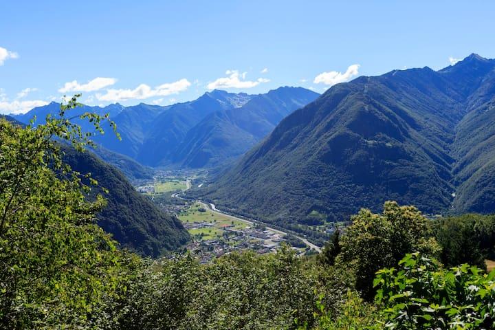 Mountain cottage ower Bellinzona - Gorduno - Ev