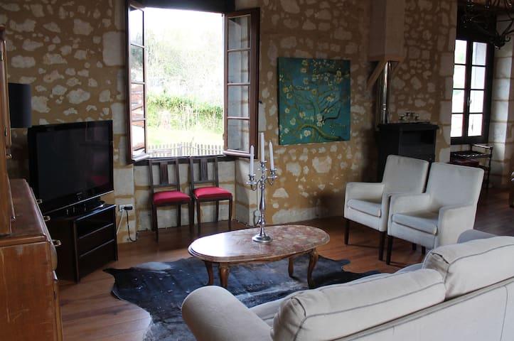 Appartments in the center of Aubeterre sur Dronne - Aubeterre-sur-Dronne - Leilighet