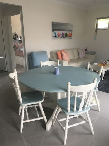 Walk to the beach from your retreat apartment - Scarborough - Departamento