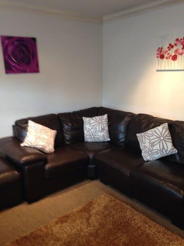2 bedroom stylish house - great location 4M1/Uni's - Long Eaton