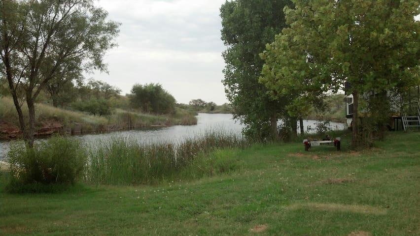 McQuay Lake  near Route 66 & I-40 - Shamrock - Maison