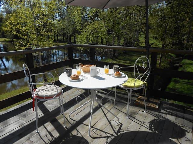 appart  avec terrasse près d'un étang - Saint-Gervais-en-Belin - Appartement