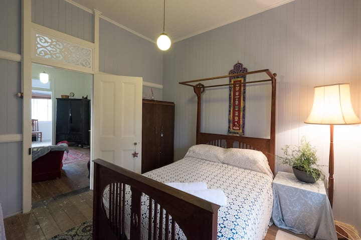 The Lavender Room - North Booval - Ev