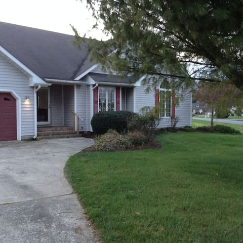 Nice home close to everything, beaches, shopping. - Lewes - Hus