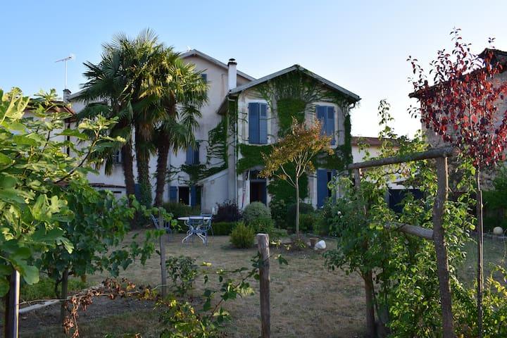 Grande maison familiale à la campagne - Lahosse