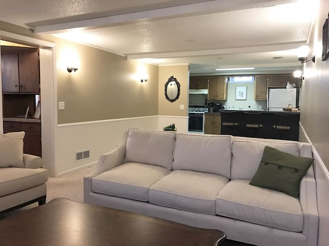 Private Cozy Mother-In-Law Suite near MOA/Airport - Bloomington - Leilighet