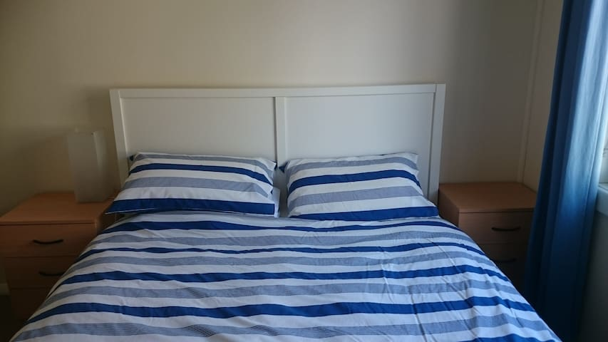 Comfortable Affordable Private Room - Windsor Gardens - Huis