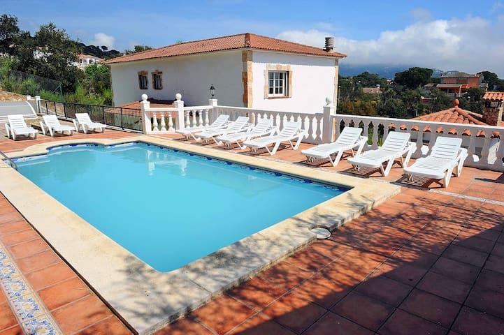 Impresionante Villa Pinares cerca de Lloret de Mar - Lloret de Mar - Leilighet
