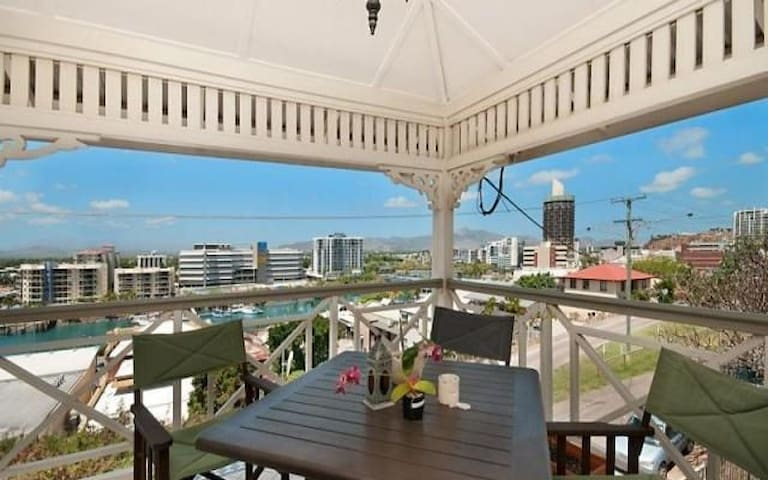 HARBOUR VIEWS in the CBD - 200m to the STRAND - Townsville City - Lejlighed
