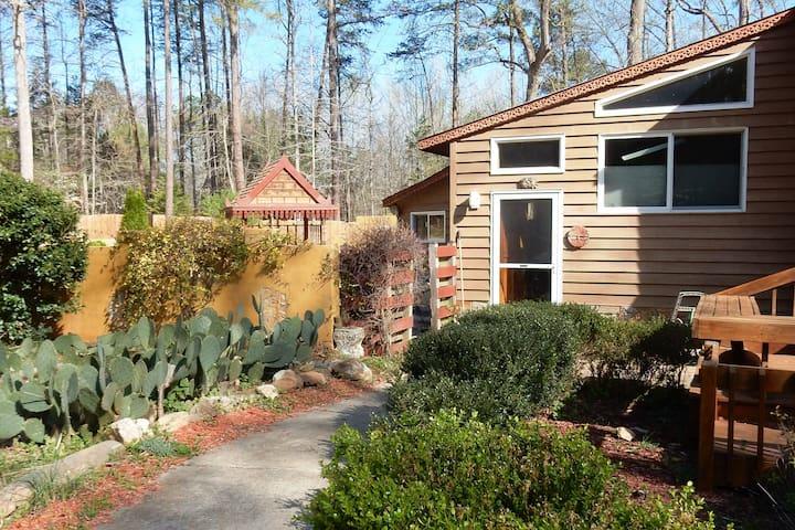 Modern apartment on 5 acres, 650 sq ft, + garden - Chapel Hill - Apartamento
