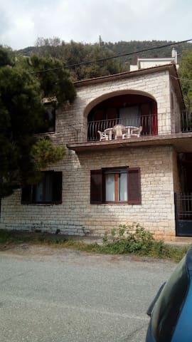Πέτρινο σπίτι μπροστά στην θαλασσα - Monastiraki - Casa