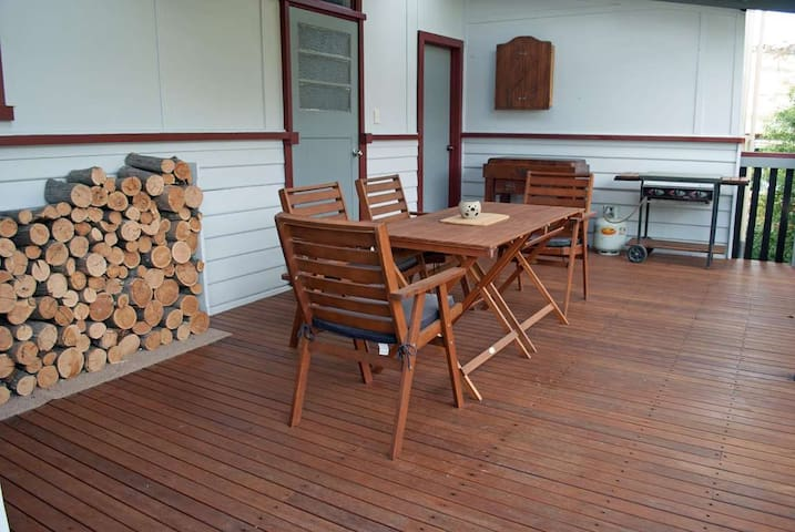 JJ's Omeo Accommodation Cottage - Omeo - Appartement