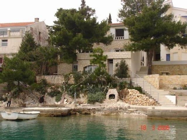 Haus direkt am Meer (10mtr) gelegen - Klek