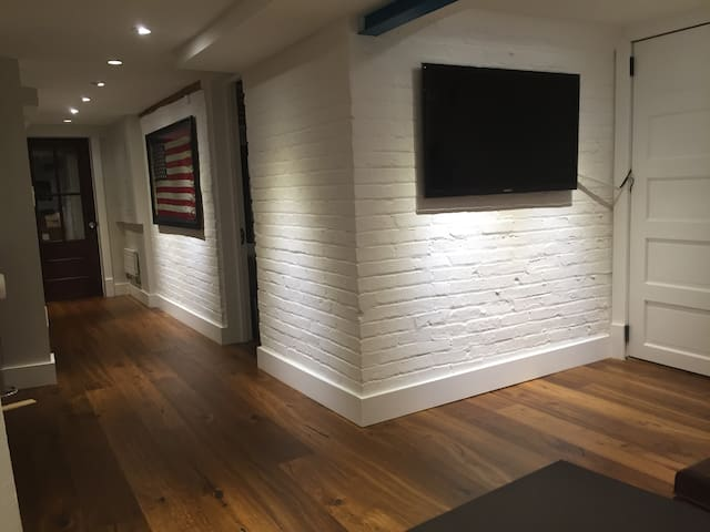 Brand new english basement - Washington - Rekkehus