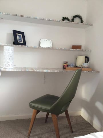 Sunny single room in hilltop home near the sea - Exmouth - Hus