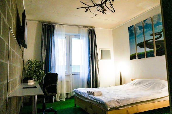 Cosy room in Penthouse loft-style near the metro - Kiev - Bed & Breakfast