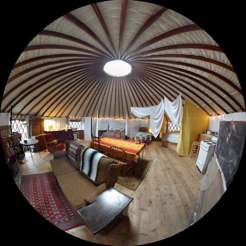 Farmstead Yurt in the Cascades - Rockport - Yurt
