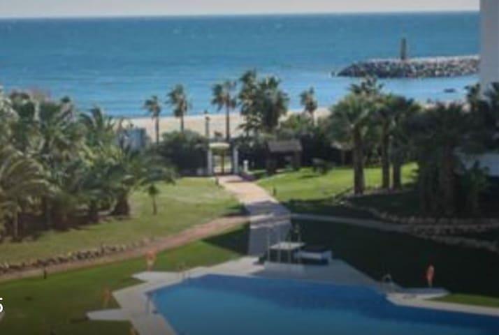 Front beach Apartment in puerto banus - Marbella - Appartement
