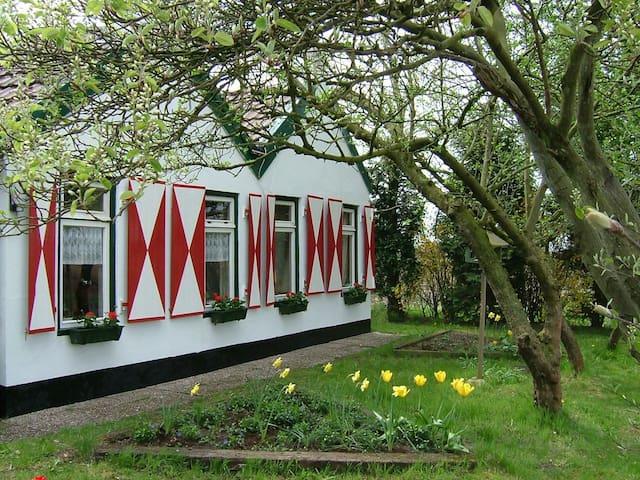 Romantic farm house with large garden - Veelerveen - Maison