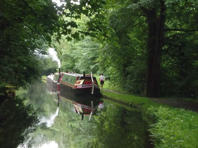 Long Weekend on Peak Forest Canal in Historic Boat - Ashton-under-Lyne