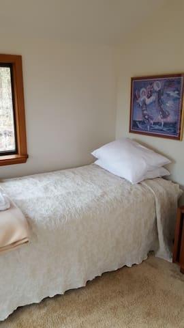 Sevenoaks Retreat Center: Summer House Cabin - Madison - Kabin