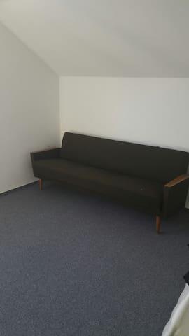 Schlichtes Zimmer - Mössingen - Huis