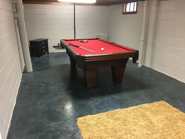 Spacious 3 bedroom Home w/Pool Table - West Des Moines - Casa