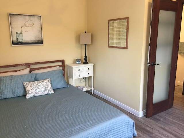 Newly Renovated Private Guest House - Burbank - Chambre d'hôtes