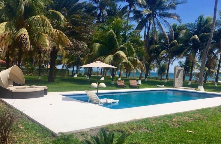 Ixhuatan, beachfront great location - Amatecampo - Dom