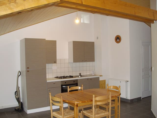 Studio meublé sous les toits à la campagne - Saint-Pal-de-Mons - Departamento