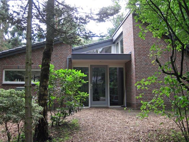 Comfortabel huis in bos Wolfheze aan rand Veluwe - Wolfheze - Ev