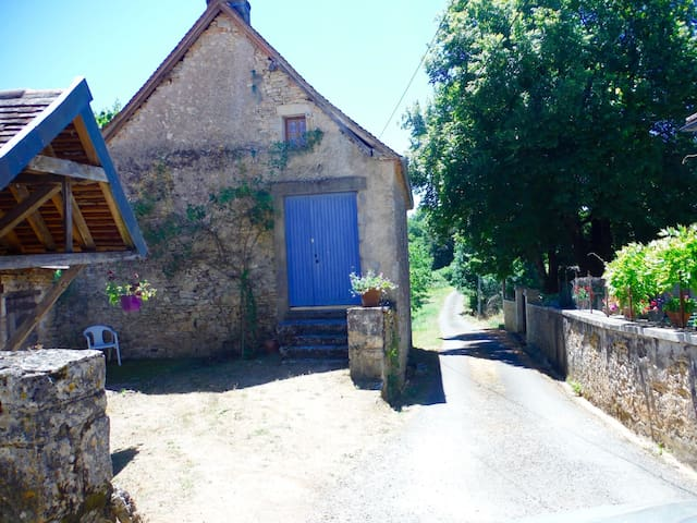 Beautiful and Rare Renovated Artist Studio for 3-4 - Sainte-Eulalie-d'Ans