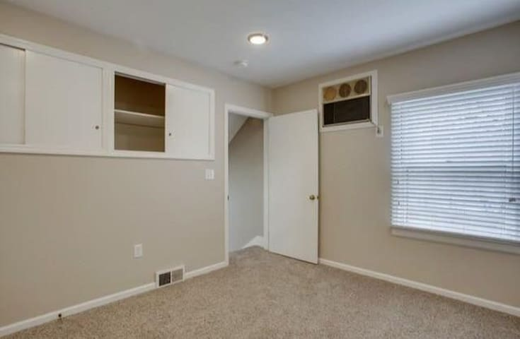 Large Private Room Available in Valley Stream - Valley Stream - Dom
