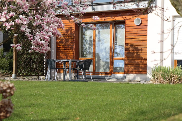 Ferienwohnung mit schönem Garten - Friedrichshafen - Apartemen