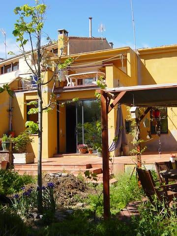 Habitación en una casa con encanto. 3 min centro - Terrassa - Rumah
