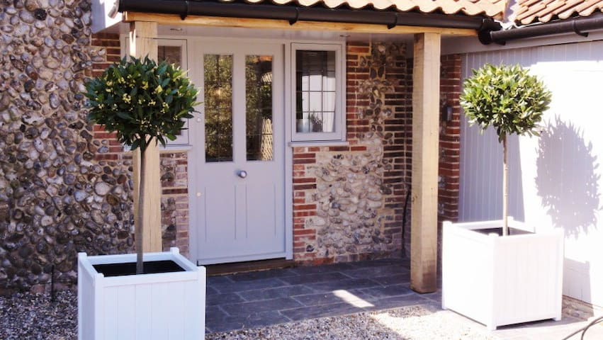 Butterflies Cottage - Perfect for 2 - Wiveton - 獨棟