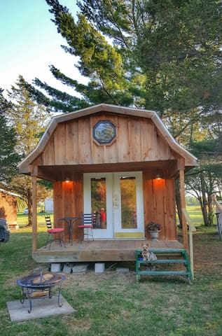 Charming Private Cabin-(Glamping) - Redwood - Cabaña