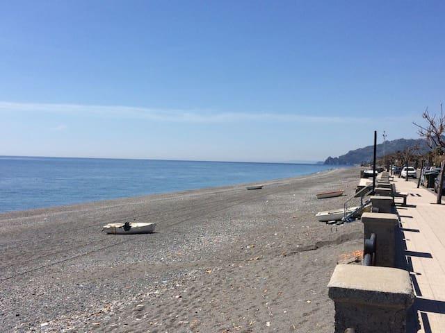 Bivani sul mare - Roccalumera - Loma-asunto